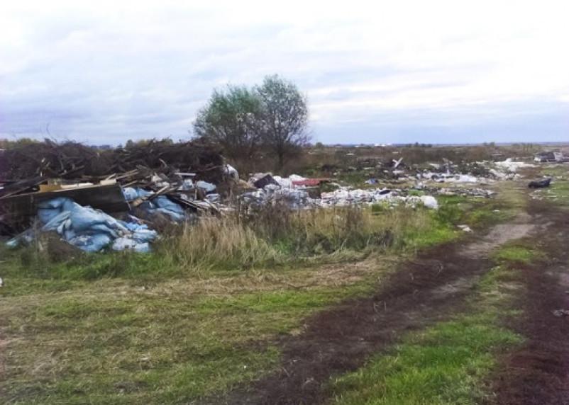 В Смоленской области сельхозугодия покрываются мусором