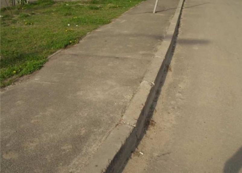 До конца августа в Смоленске поменяют тротуар на восьми улицах