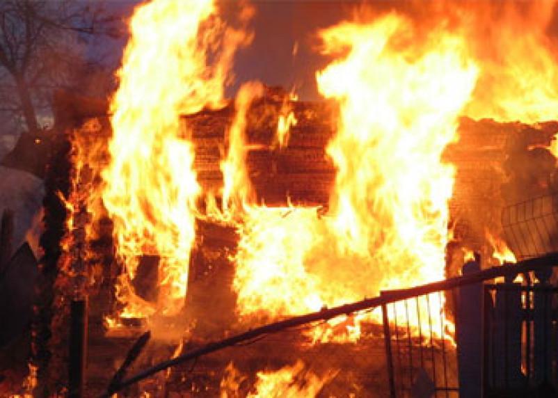 Ночью в Смоленской области горели два жилых дома
