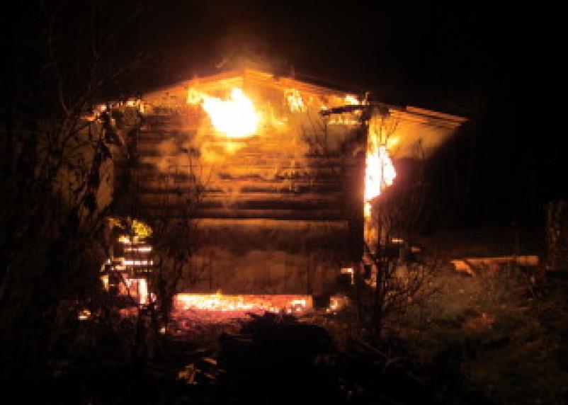 Ночью в Сафоновском районе полыхали дома