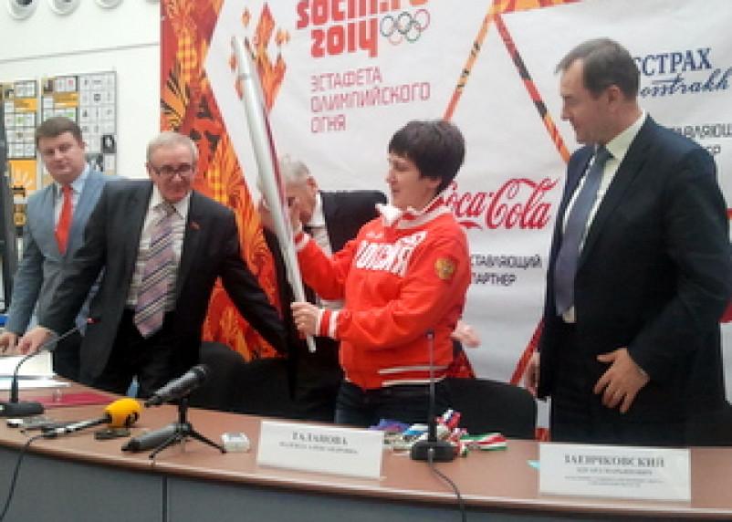 Участники Олимпийской эстафеты смогут выкупить факел на память