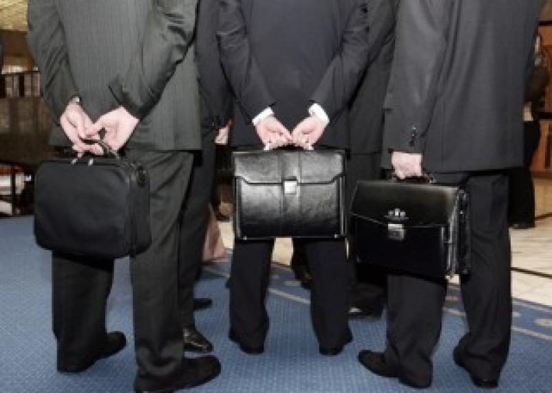 Смоленский парламентарий предлагает «приковать» чиновников к Родине