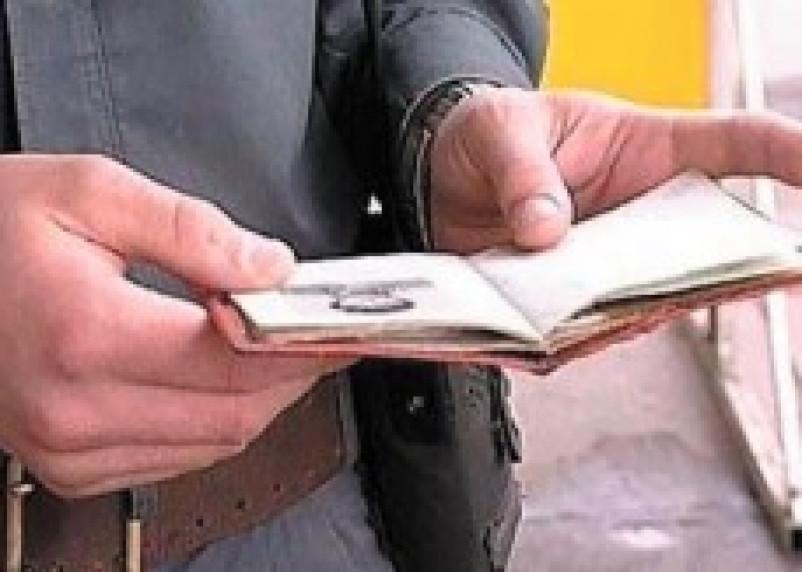 Нелегальные мигранты в Смоленской области попались на подделке документов