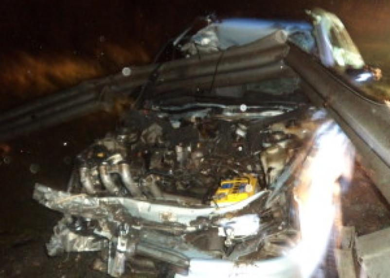 Водитель чудом остался жив после наезда на отбойник