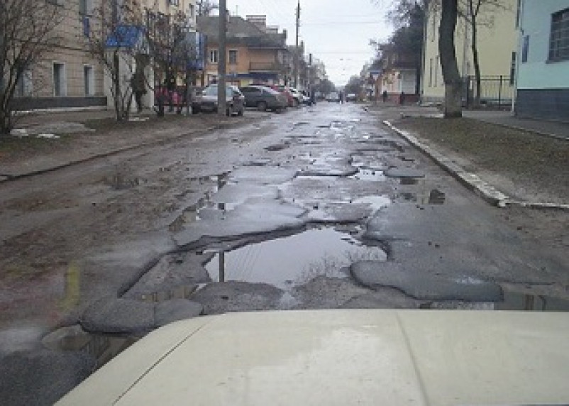 По количеству ям на дорогах Смоленск занял пятое место в стране