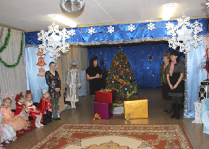 Атомная станция дарит новогодние подарки детям