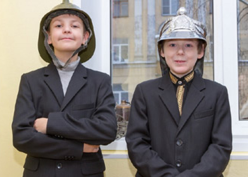 Смоленские пожарные провели для детей «День истории»