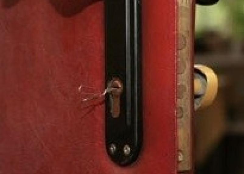 Сафоновец подозревается в краже сумочки у своей соседки
