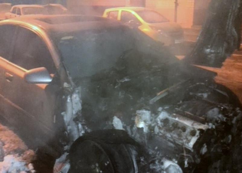 Поджоги автомобилей в Смоленске продолжаются: в городе сгорело еще два авто