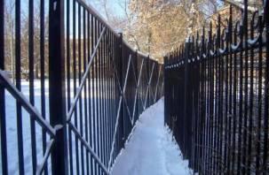 Смоленск – город заборов и кладбищенских оградок