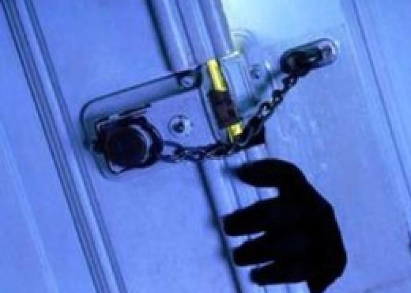 В новогодние праздники смоленские полицейские раскрыли несколько квартирных краж