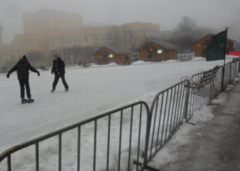 Режим работы катка в Смоленске на площади Ленина изменен