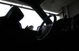 Подозреваемые в краже автомобиля 10 дней прятались в подвале