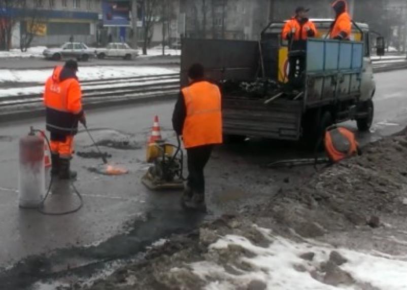 В Смоленске начался ямочный ремонт дорог
