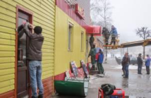 В Смоленске начали демонтаж незаконно возведенного строения