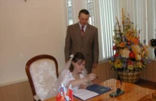 Смоленский ЗАГС начинает предварительную запись тех, кто желает вступить в брак летом