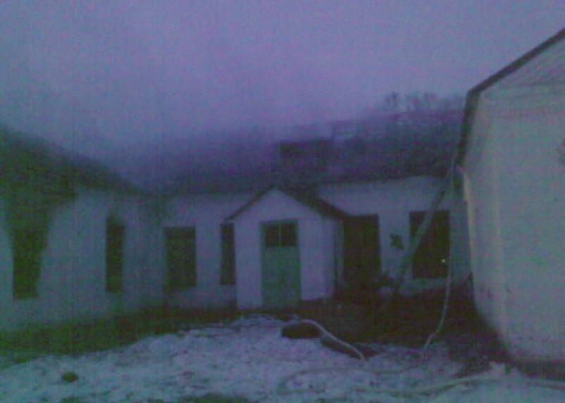 Огонь уничтожил школу в Сафоновском районе Смоленской области