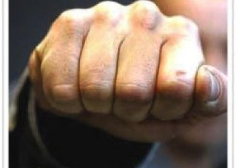26-летнего смолянина избили и ограбили в кафе
