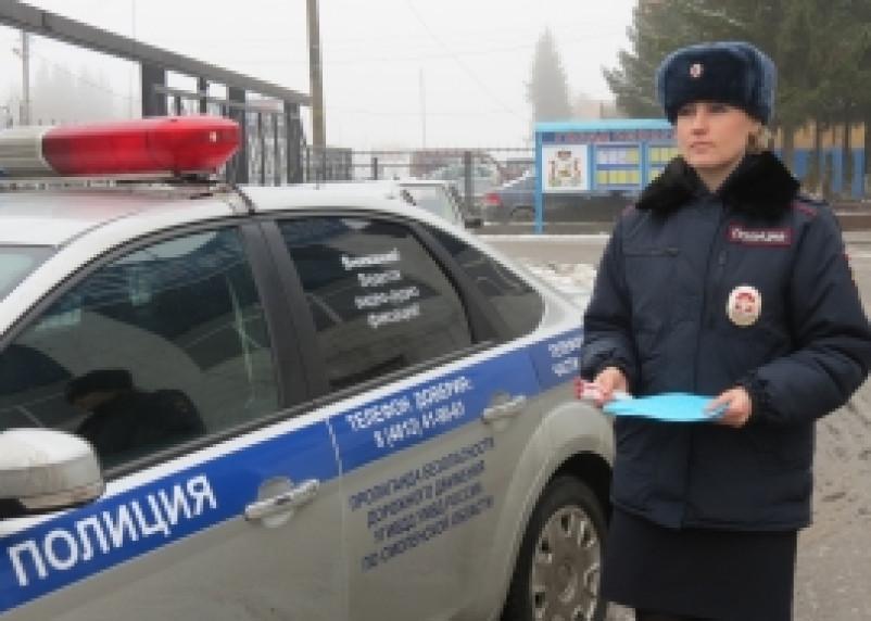 Сотрудницы Госавтоинспекции поздравили мужчин с 23 февраля