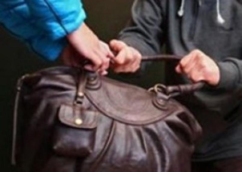 Мужчина, ограбивший смолянку, установлен по отпечаткам пальцев