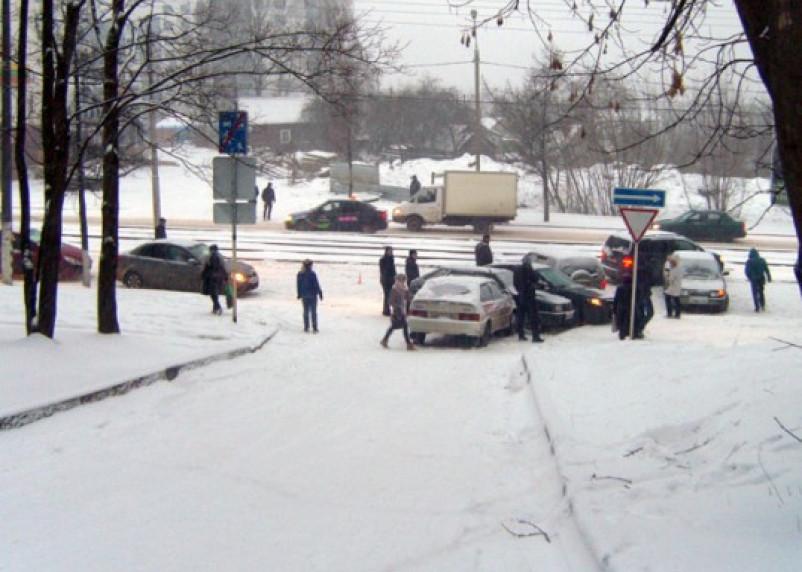 На улице Нахимова столкнулись шесть автомобилей