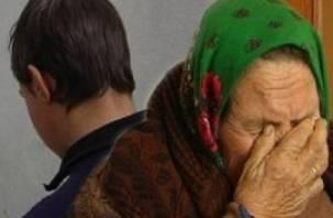 В Глинковском районе избили и ограбили 75-летнюю женщину
