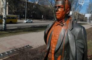 В Донецке облили краской «смоленского» Кобзона