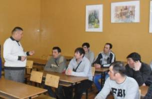 Мигранты из Узбекистана знакомятся с русской азбукой и культурой
