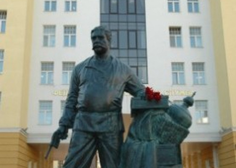 Скульптура таможенника Павла Верещагина перевезена в Москву