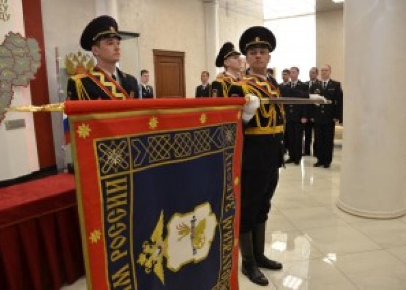 В смоленском региональном управлении МВД прошел знаменный церемониал