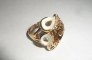 У смолянки во время ремонта украли перстень