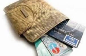 Молодая смолянка созналась в похищении банковских карт