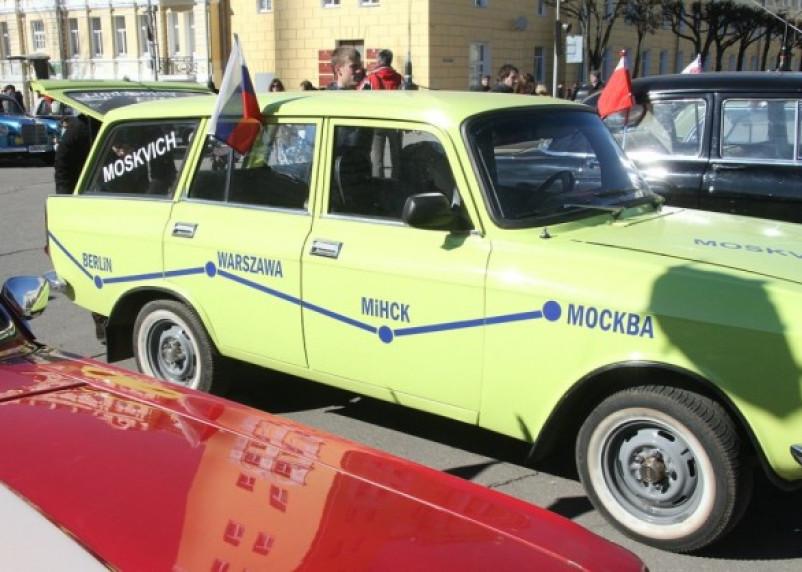 Через Смоленск прошел автопробег в стиле ретро