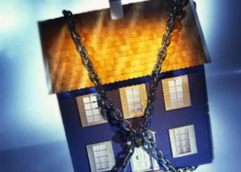 Житель Вязьмы из-за неоплаченного кредита потерял дом и землю