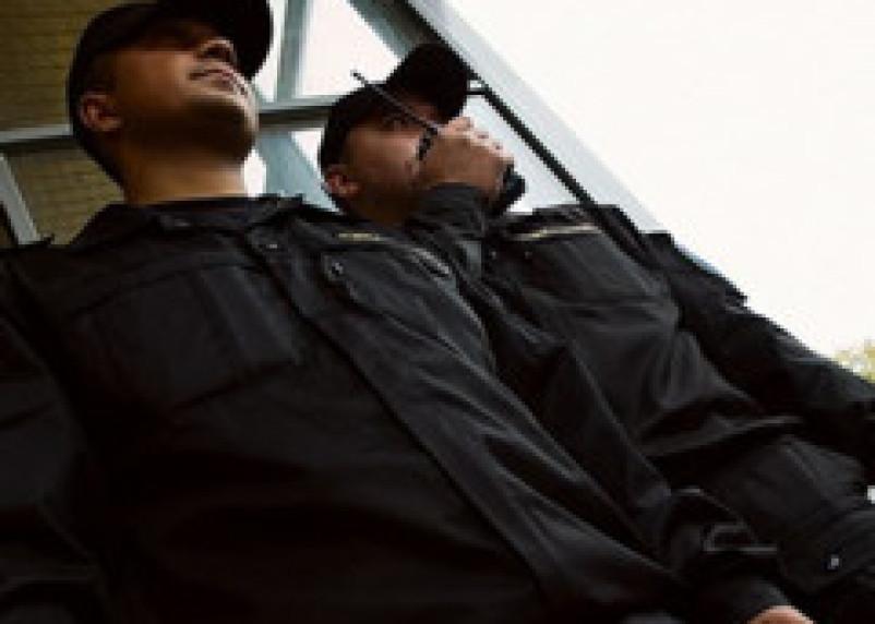 Два охранника избили молодую смолянку резиновой дубинкой