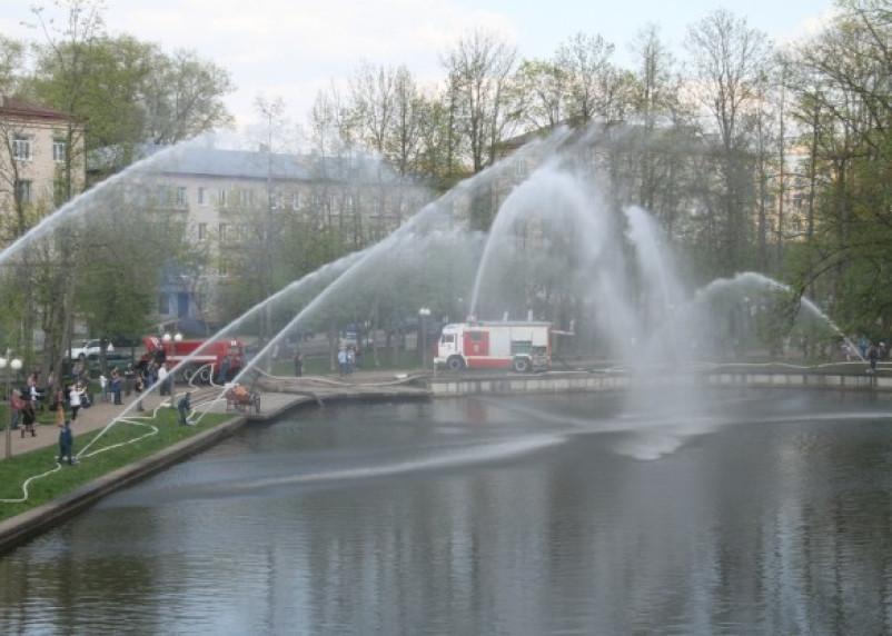 «Танцующие фонтаны» от смоленских огнеборцев