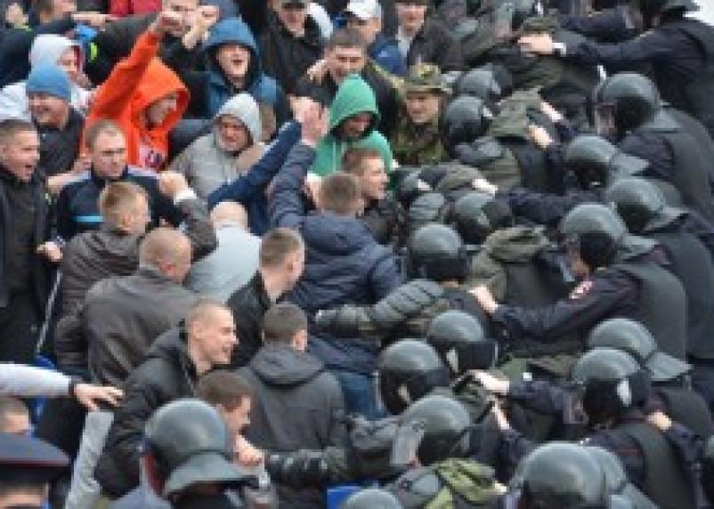 На стадионе «Спартак» пьяные футбольные болельщики «пытались устроить погром»