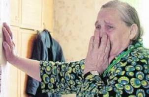 В Вяземском и Гагаринском районах мнимый страховой агент обокрала стариков