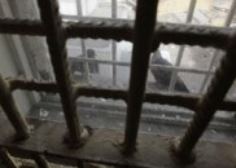 Сотрудник СИЗО, обвиняемый в незаконном обороте наркотиков и получении взятки, приговорен…