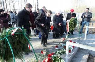 Траурные мероприятия на месте гибели польского авиалайнера. Фоторепортаж