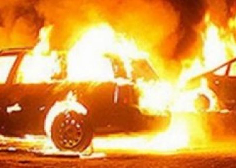 Вяземский таможенный инспектор поджег автомобиль своей знакомой