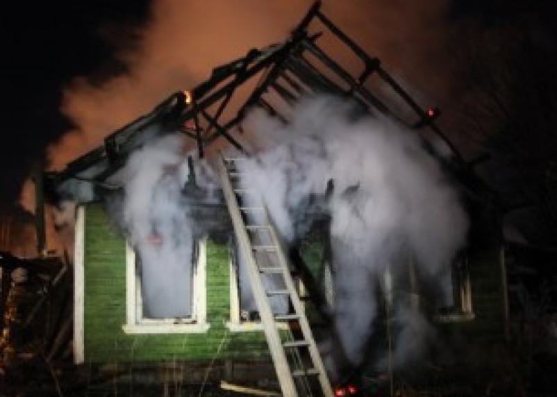 В Демидовском районе пожарные спасли из огня двух человек