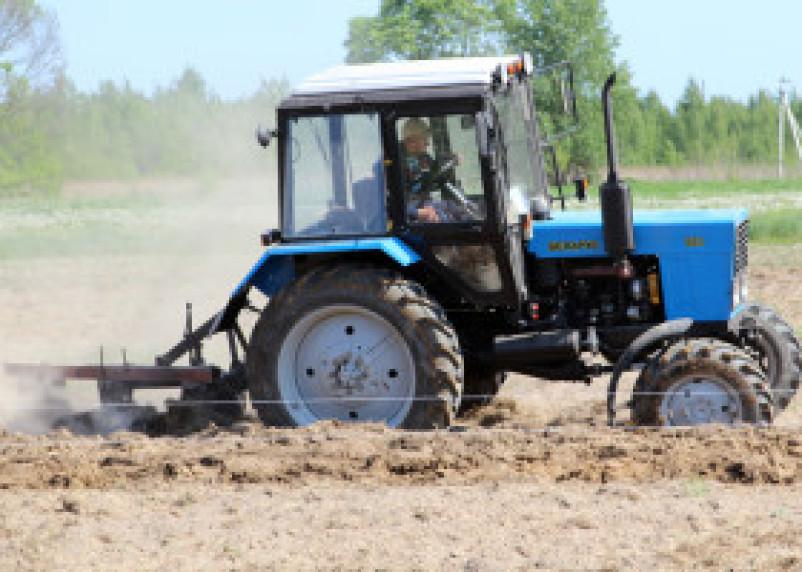 Выбраны лучшие трактористы Смоленщины