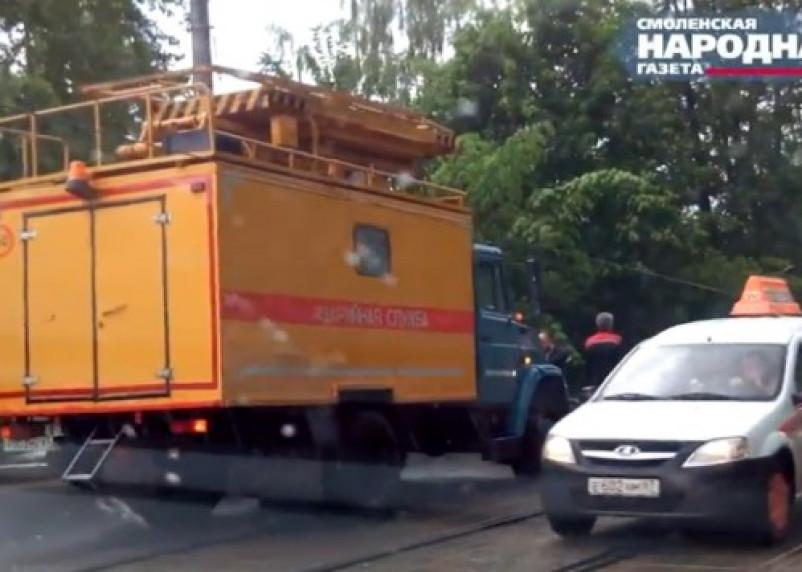 В Смоленске устраняют последствия стихии и ожидают следующую