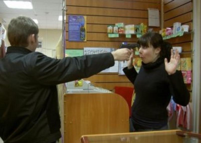 В Монастырщинском районе задержан дерзкий магазинный грабитель