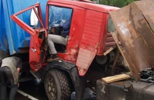 В Смоленске столкнулись два большегруза. Есть пострадавшие