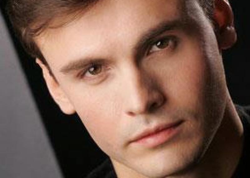 В Смоленске выступит известный оперный певец Дмитрий Риберо