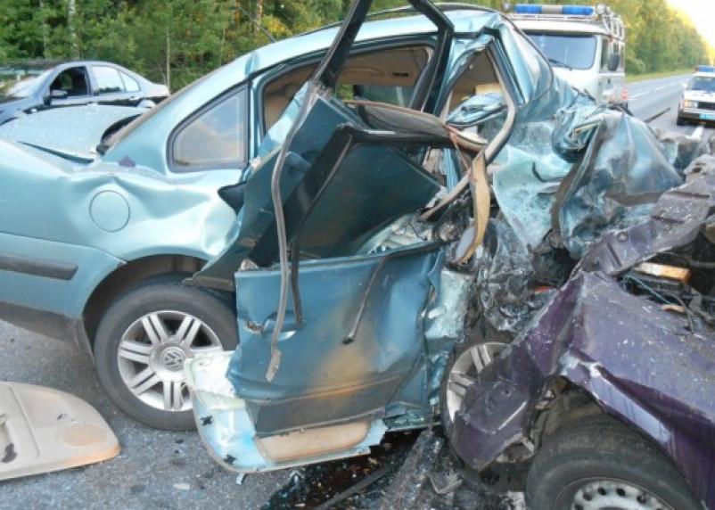 Под Рославлем в ДТП погибли три человека, еще трое скончались в больнице