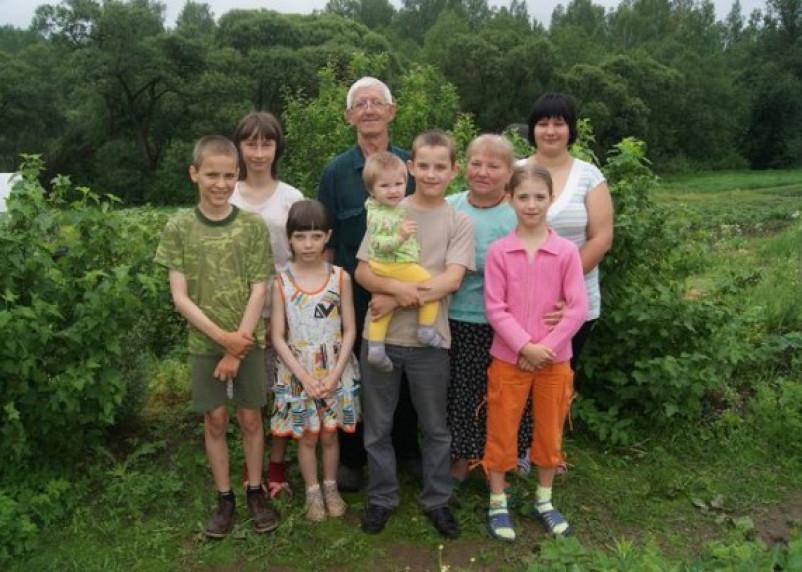 Глинковский почтальон, воспитавший 16 детей, награжден орденом «Родительская слава»