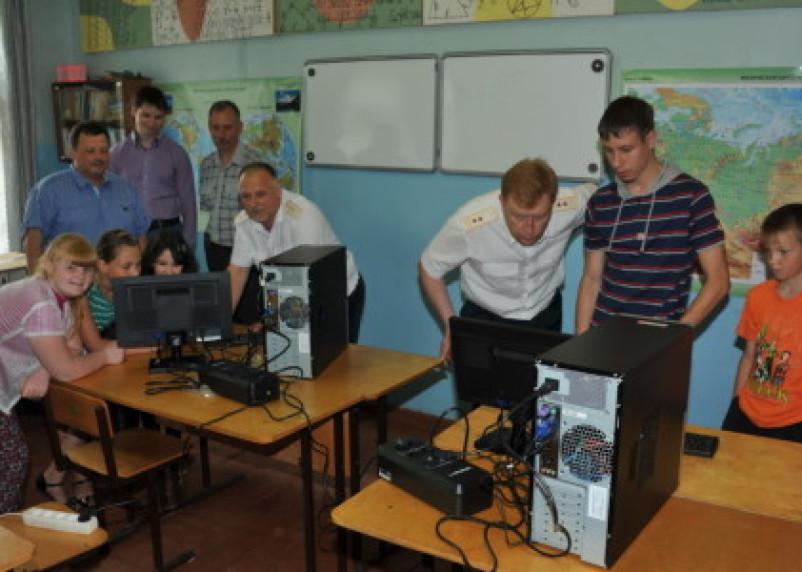Смоленские таможенники посетили Репинскую школу